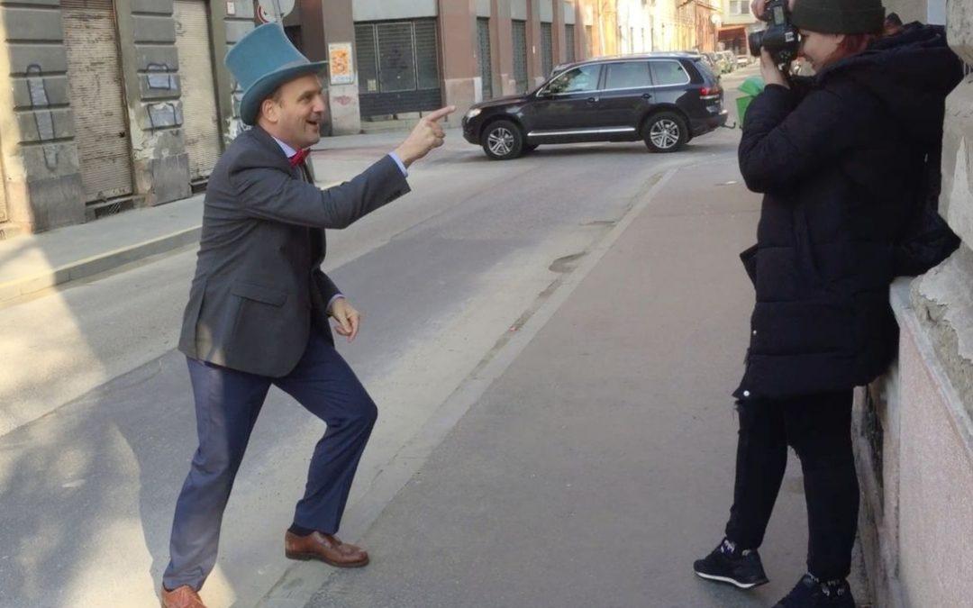 Fotózták a ceremóniamestert!